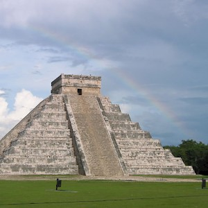 The Pyramid of Kukúlcan at Chichén Itzá: One of the New 7 Wonders of the World. <a href=></a>