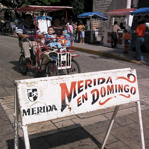 Every sunday, the historical center of Merida is closed to traffic and open to street vendors, food, music, dancing and fun. <a href=></a>