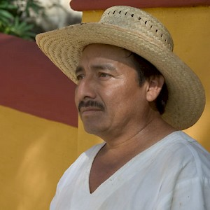 One of several full-time jardineros (gardeners) at Hacienda San Jose Cholul. <a href=></a>