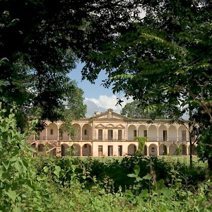 One of the first and most prosperous haciendas was essentially a sugar cane plantation, the stately Hacienda Tabi, located near the Loltun Caves. <a href=></a>
