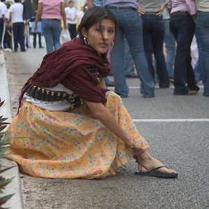 A modern revolutionary ties her sandals <a href=></a>
