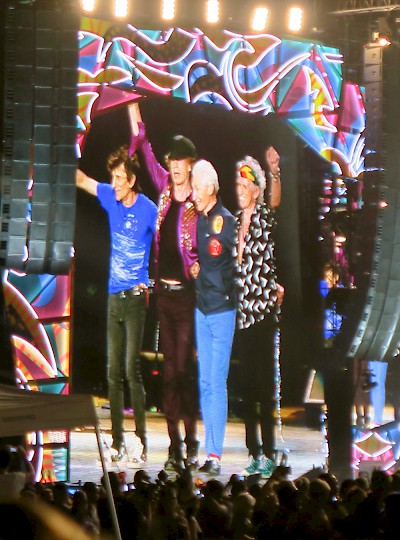 The Rolling Stones taking a bow... Gracias! <a href=></a>