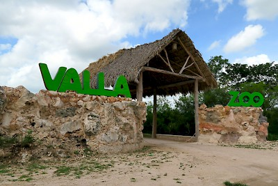 Entrance to Vallazoo in Valladolid Yucatan <a href=></a>