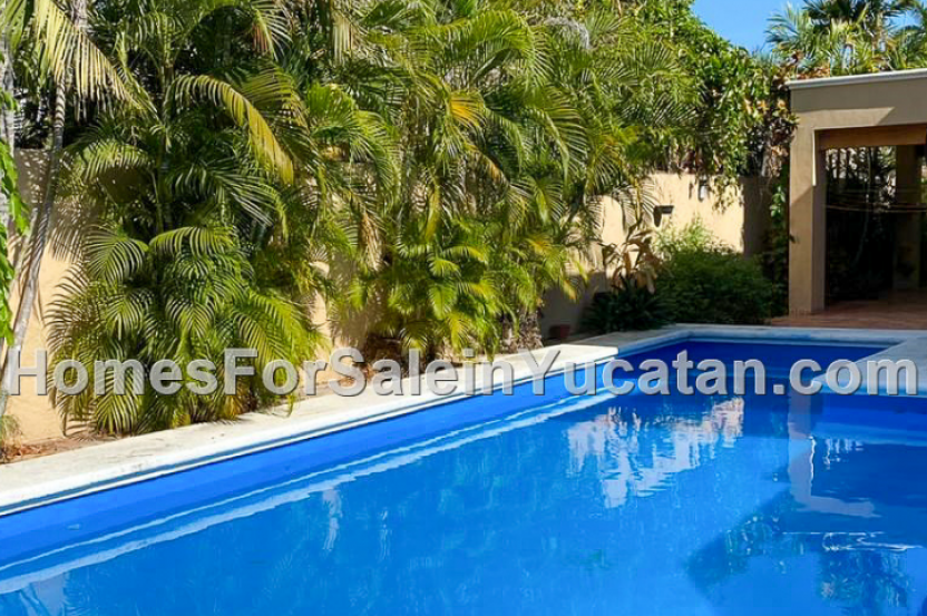 Large Beautiful Pool Home For Sale in North Merida